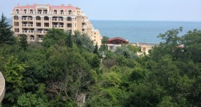 The apartment is 94 square meters 3 rooms located 100 meters from the beach