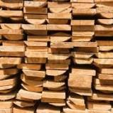 Ведущий завод деревянных досок.